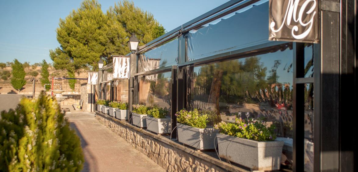 Menjador terrassa estiu. Sopars, aperitius, música i còctels a la fresca. Masia Les Garrigues, les Borges Blanques Lleida